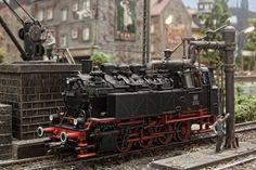 Modellbahn Altburg: 81 006 beim Wasserfassen (http://www.modellbahn-altburg.de/main.html)