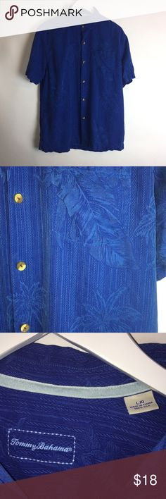 Tommy Bahama SS Casual Button Up Shirt Large ITEM DESCRIPTION Brand: Tommy Bahama Item name: Men's 100% Silk Hawaiian Short Sleeve Casual Button Up Shirt   Color: Blue Condition: This is a pre-owned item. It is in excellent used condition with no stains, rips, holes, etc.Comes from a smoke free household. Size: Men's Large Measurements: Pit to Pit - 23 inches Shoulder to bottom - 28 inches Tommy Bahama Shirts Casual Button Down Shirts