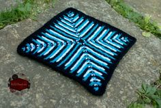 Free crochet pattern: Optical Illusion Square by KatiDCreations