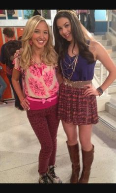 I thunderman Phoebe Thunderman, Max Thunderman, Pretty Outfits, Cute Outfits, The Thundermans, Kira Kosarin, Girl Standing, Teen Pictures, Teenager Outfits