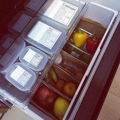 とりあえず空いているところに入れていると、あっという間にごちゃつく冷蔵庫の中。無駄買いの原因になったり、冷蔵庫を開けたまま長い間探していると電気代もかさんでしまいます。使いやすく整理整頓して、冷蔵庫のストレスをなくしませんか?今回は冷蔵庫の整理収納方法をご紹介します。