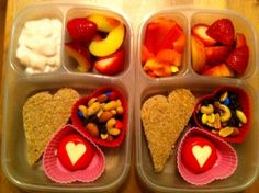 Lots o' Love Lunch! - Cute, but I think Dylan would hate me if I made him a lunch of hearts!  Another reason I need a girl!!!