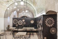 Decorative Motifs Cover The Walls Of This Italian Cafe (TAVOLI E SEDIE)