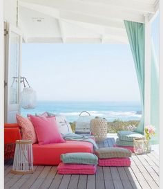 What a cool room for a beach house