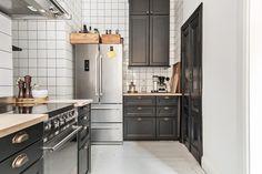Kök med bistrokänsla och behaglig färgsättning