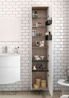 White or black metro tiles, we love both! - Trendy Home Decorations Retro Bathrooms, Metro Tiles, Black Subway Tiles, Geometric Decor, Style Tile, Black Kitchens, Grey Metro Tiles, Tile Bathroom, Shower Wall