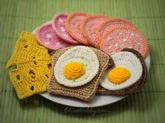 A set of crocheted food consists of fried eggs, cheese, sausage and bread. You can download the Free Crochet Pattern Breakfast and make their own toy.