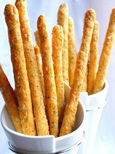 Pour 20 gressins Préparation : 15 minutes Cuisson : 10 minutes · 155g de farine · 100g de beurre doux en petit morceaux · 100g de gruyère râpé · 1 c à s d'origan séché ou frais haché · 1 jaune d'œuf · 1 c à s de fleur de sel Préparation : - Recouvrez...