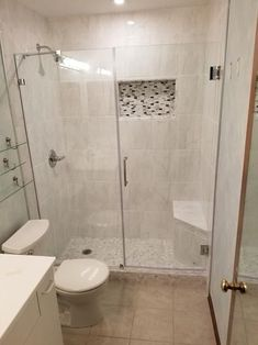 6 Most Useful Small Bathroom Design Ideas - Des Home Design Bathroom Design Small, Bathroom Interior Design, Modern Bathroom, Small Bathrooms, Bathroom Designs, Tile Bathrooms, Small Bathroom Tiles, Minimalist Bathroom, Bathroom Colors