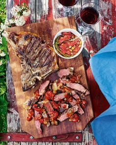 This is steak Venetian style – served sliced with a sweet and tangy sauce of cherry tomato, garlic, capers and rosemary. Rosemary Recipes, Barbecue Recipes, Grilling Recipes, Beef Recipes, Slow Cooked Pork, T Bone Steak, Healthy Family Dinners, Beef Burgers, Recipes