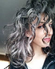 Let your natural silver lights shine. Grey Curly Hair, Long Gray Hair, Curly Hair Tips, Curly Hair Styles, Pelo Color Plata, Sexy Curls, Black Curls, Curling, Dark Brunette Hair
