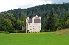 Aboyne Castle by Alan Findlay, via Geograph. I had the pleasure of staying there once. Scottish Castles, Historical Romance, Old World, Britain, Scotland, Old Things, Mansions, Architecture, House Styles