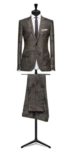 Double face camo suit S120 http://www.tailormadelondon.com/shop/tailored-suit-fabric-4300a-camo-olive/