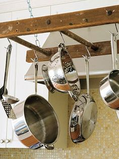 Very cool old ladder pot hanger.wish I would have thought of this before I bought my pot hanger! Kitchen Rack, Kitchen And Bath, Diy Kitchen, Kitchen Storage, Kitchen Decor, Kitchen Ideas, Country Kitchen, Kitchen Island, Kitchen Organizers