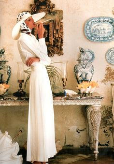 Apollonia van Ravenstein for British Vogue, July 1973 by Norman Parkinson Mario Testino, Vintage Vogue, Vintage Glam, Vintage Colors, Vintage Travel, Norman, Bruce Weber, Retro Mode, Ellen Von Unwerth