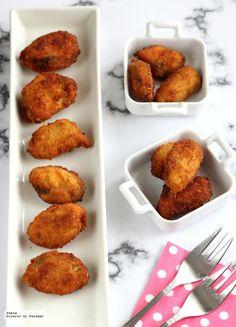 Hoy he preparado un aperitivo muy especial. Se trata de una receta del clásico 1080 recetas de cocina de Simone Ortega, la receta de los mejillones empanados...