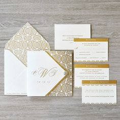 Gold & White Wedding Invitations Monogram por EngagingPapers