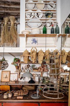 Dans le quartier de Malasana  à Madrid,Javier Sánchez Medina a converti un ancien garage automobile en atelier de fabrication de têtes d...