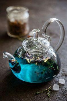 """nantosueltas: """" ofcloudsandstars: """"Butterfly Pea Flower Tea """" Looks deliciousss. """" nantosueltas: """" ofcloudsandstars: """"Butterfly Pea Flower Tea """" Looks deliciousss. Arte Bar, Pu Erh, Momento Cafe, Butterfly Pea Flower Tea, Café Chocolate, Aesthetic Food, Tea Recipes, High Tea, Afternoon Tea"""