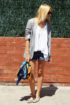 Blusa/Blouse: Topshop  Blazer: Topshop  Shorts: H & M  Pañuelo/Scarf: Vintage  Flats/Shoes: H & M  Bolso/Bag: Topshop