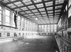 Stadtbad Mitte, piscina publica en Berlin. Vía: multiples estrategias de arquitectura: BAÑO DE LUZ