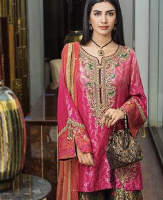 Sleeves style and dress Pakistani Fancy Dresses, Pakistani Fashion Party Wear, Pakistani Wedding Outfits, Bridal Outfits, Bridal Dresses, Stylish Dresses, Casual Dresses, Fashion Dresses, Wedding Dresses For Kids