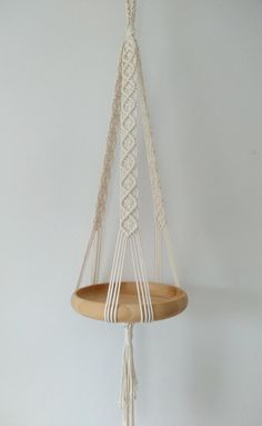 Macrame Plant Hanger Patterns, Macrame Wall Hanging Patterns, Macrame Plant Holder, Macrame Patterns, Hanging Plates, Hanging Table, Hanging Shelves, Diy Hammock, Macrame Projects