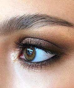 Soft Metallic Copper Smokey Eyes 🎇 Amorous Alloy Eye Shadow , Uninterrupted Eye Shadow , Raisinette Eye Pencil… - Makeup Tips Colorful Eye Makeup, Simple Eye Makeup, Natural Eye Makeup, Eye Makeup Tips, Skin Makeup, Makeup Inspo, Makeup Inspiration, Makeup Ideas, Copper Eye Makeup