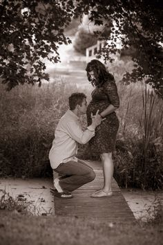 Outdoor Maternity Photo shoot Credit New Leaf Photography.
