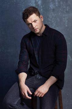 Or just be Taron Egerton and make anything look amazing Taron Egerton Tumblr, Taron Egerton Shirtless, Gorgeous Men, Beautiful People, Taron Edgerton, Taron Egerton Kingsman, Kingsman Cast, Moda Casual, Perfect Man