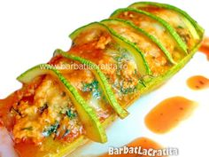 Carbassó farcit amb pollastre al forn Romanian Food, Strudel, Zucchini, Ale, Food And Drink, Cooking Recipes, Chicken, Vegetables, Boys