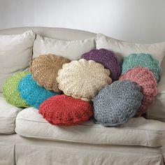 Almofadas de crochê redondas em cores variadas