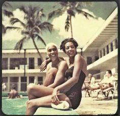 Girls at the pool, Lord Calvert Hotel, Miami,1960s. Photographer Sammy Davis, Jr.