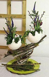 Easter eggs filled with spring plants for spring decor - MME RL - Easter Flower Arrangements, Easter Flowers, Christmas Arrangements, Christmas Table Decorations, Floral Arrangements, Egg Crafts, Easter Crafts, Diy And Crafts, Easter Decor