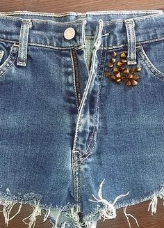 Kup mój przedmiot na #vintedpl http://www.vinted.pl/damska-odziez/szorty-and-rybaczki-inne/18092214-jeansowe-krotkie-szorty-rozmiar-m