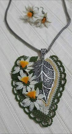 Alıntı Diy Flowers, Crochet Flowers, Recycled Denim, Needle Lace, Crochet Accessories, Tatting, Elsa, Pendants, Beads