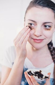 Is allergy season, stress or a lack of a good night\\\'s rest taking a toll on your eyes? Thankfully, there are some natural remedies to erase those pesky under-eye bags and dark circles. Here are 6 effective ways to get your face looking fresh and alive again.1. Baking SodaUnknown to many, ...