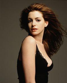Энн Хэтэуэй (Anne Hathaway) в фотосессии Николаса Самартиса (Nicholas Samartis) для журнала Vanity Fair (октябрь 2008), фото 3