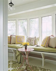 Window seat - porch Cottage Style Designs - Decorating a Home with Cottage Style - House Beautiful.I love a big bench seat by a large flowing window Country Interior Design, Colorful Interior Design, Affordable Home Decor, Cheap Home Decor, Cottage Style Homes, Living Styles, Trendy Home, Cottage Living, Do It Yourself Home
