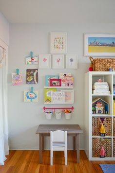 10 Beautiful, Organized Art Stations for Kids is part of Small kids room 10 beautiful organized art stations for kids Includes 10 different ideas for art tables and art supply storage - Big Girl Bedrooms, Little Girl Rooms, Kids Bedroom, Kids Art Centers, Kids Room Organization, Organizing Ideas, Playroom Design, Playroom Art, Toy Rooms
