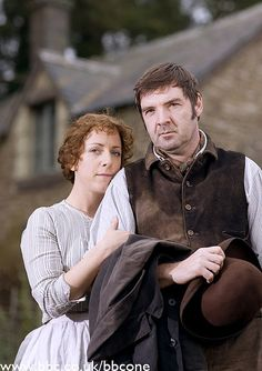 Brendan Coyle  and Claudie Blakely as Robert and Emma Timmins in Larkrise to Candleford,