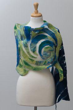 Nuno fieltro bufanda, bufanda de fieltro, bufanda de fieltro, fieltro Nuno, bufanda de seda, lana, seda, verde, azul marino, espiral patrón delicado
