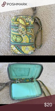 Vera Bradley wristlette Gently used. Price is negotiable so feel free to make an offer! Vera Bradley Bags Clutches & Wristlets