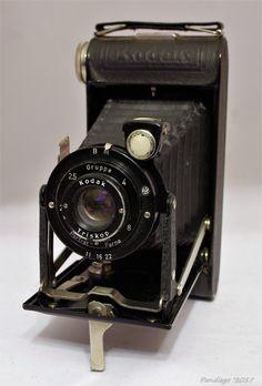Kodak Junior cm folding camera with Triskop lens - Antique Cameras, Old Cameras, Vintage Cameras, Vintage Tv, Vintage Antiques, Kodak Camera, Folding Camera, Classic Camera, Evening Sandals