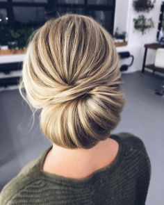 elegant updo hairstyle ,chignon wedding hairstyles ,chignon , messy updo hairstyles ,bridal updo #wedding #weddinghair #weddinghairstyles #hairstyles #updo