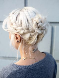 Le chignon tressé sur cheveux blancs - da fuq this mean? Pretty Hairstyles, Braided Hairstyles, Elegant Hairstyles, Braided Updo, Wedding Hairstyles, Bun Hairstyle, Blonde Hairstyles, Hairstyles For Short Hair Formal, Hairstyle Ideas