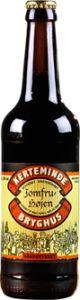 JOMFRUHØJEN 5,0% vol. / er en overgæret øl brygget på tre malttyper, tre humletyper, gær og vand.  Ingen tilsætningsstoffer. Ufiltreret og upasteuriseret.  Sagnet fortæller at Jomfruhøjen, der ligger i Bøgeskoven ned til Storebælt øst for Kerteminde, var tilflugts- og skjulested for de lokale jomfruer, når vikingerne kom i land. Men vikinger var jo vikinger.  Øllet har frisk duft af skovbund og smag af de vilde urter fra Bøgeskoven. Flot lys barkbrun farve med kraftigt skum. Velegnet til at…