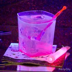 Fill each tumbler with one part pink lemonade from concentrate, 6 parts tonic water and 1 part gin or vodka. Turn out the lights and turn on a black light, and the quinine in the tonic water glows neon pink. New Year's Eve Cocktails, Cocktails For Parties, Party Drinks, Fun Drinks, Yummy Drinks, Beverages, Cold Drinks, Party Favors, Tonic Water