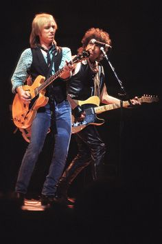 Tom Petty and Bob Dylan Mike Campbell, El Rock And Roll, Jackson Browne, Tom Petty, Rock Legends, Blues Rock, George Harrison, Bob Dylan, My Favorite Music
