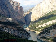 Desfiladero o Congost de Montrobei desde Montfalco, Sierra del Montsec, Huesca, Aragón, España